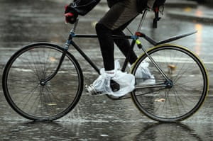 windy weather in uk: a london cyclist
