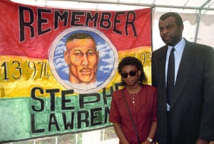 Stephen Lawrence murder : Doreen and Neville Lawrence outside Belmarsh Magistrates' Court