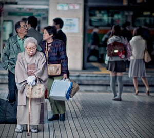 Tokyo Bloggers: Old lady on Tokyo metro