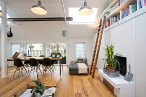 Camden Mews flat: Living space with dining table
