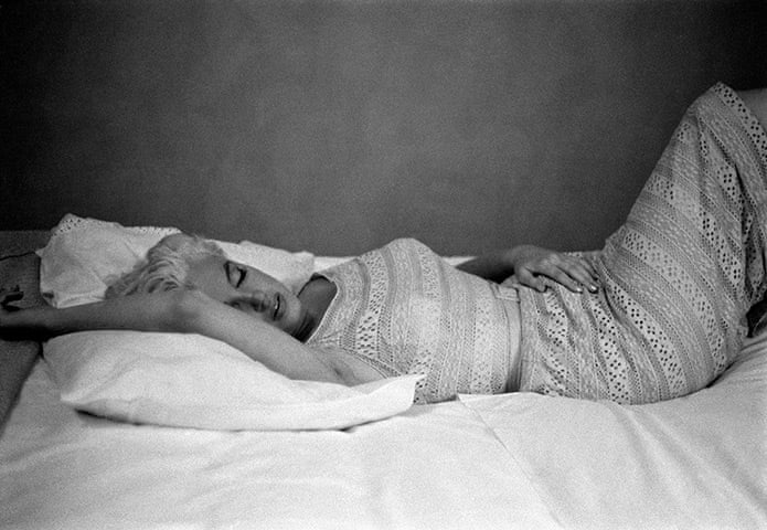 Eve Arnolds 1955 Photo Of Marilyn >> Eve Arnold S Most Memorable Shots In Pictures Art And Design