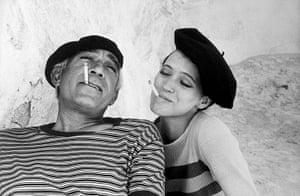 Eve Arnold dies: 1976 Anthony Quinn and Anna Karina