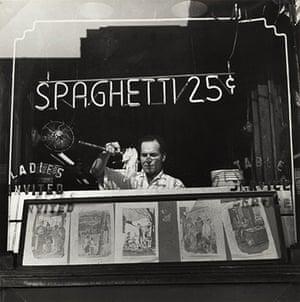 New York photography: Spaghetti 25 Cents, New York, 1945 by Ida Wyman