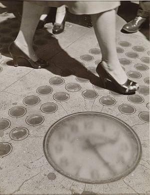 New York photography: Sidewalk Clock, New York, 1947 by Ida Wyman