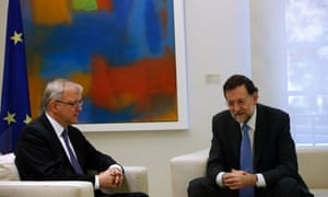 Spanish Prime Minister Mariano Rajoy (R) and E.U Economic and Monetary Affairs Commissioner Olli Rehn pose for photographers at the start of their meeting at Madrid's Moncloa Palace October 1, 2012.