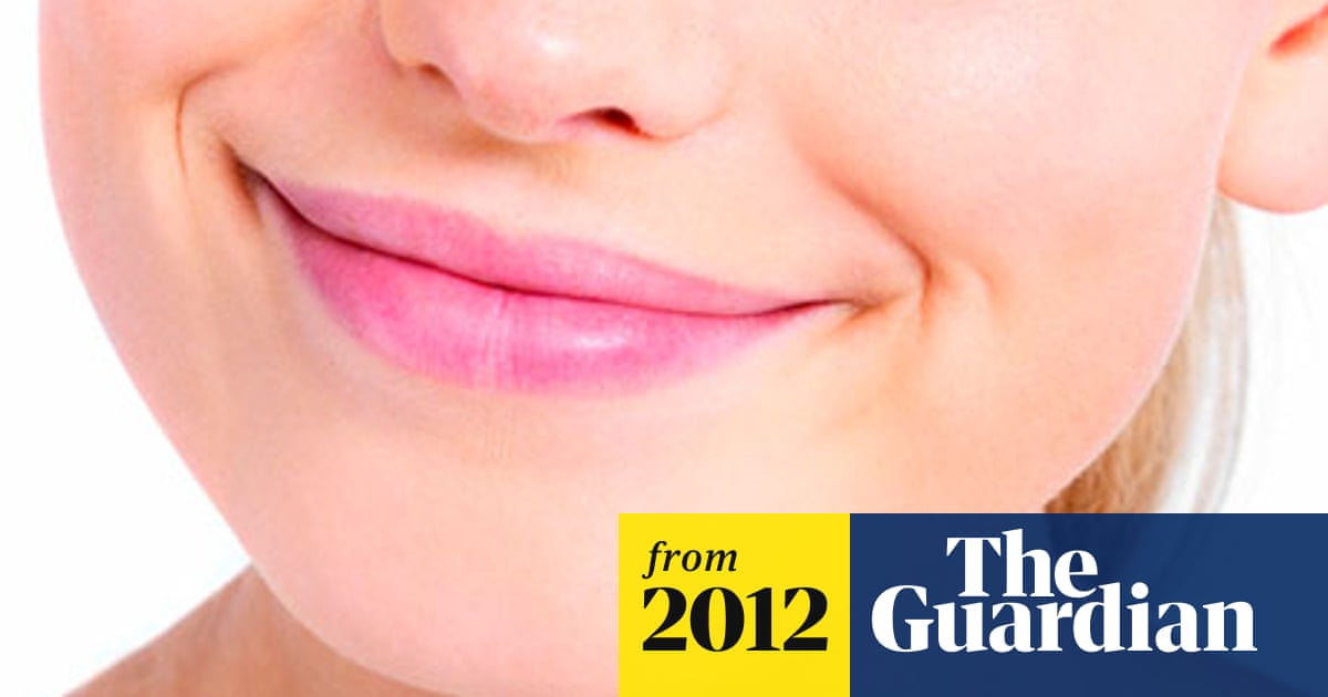 Status affects how readily people return smiles, research
