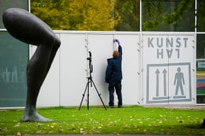 Rotterdam paintings: A police officer investigates the surroundings of Kunsthal art gallery