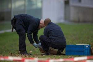 Rotterdam paintings: Forensic experts take samples of imprints in the grounds