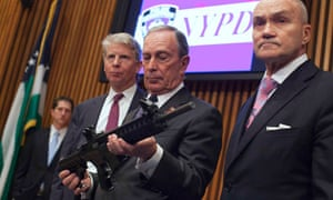Mayor Bloomberg examines a confiscated gun