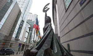 A statue brandishing the Euro symbol near the European Parliament in Brussels, Belgium, 17 October 2012.
