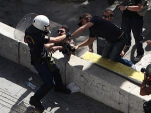 Greece protests: Protesters scuffle with riot police