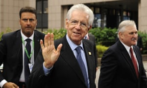 Italian Prime Minister Mario Monti (C) arrives for an EU summit in Brussels on October 18, 2012.