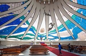 Oscar Niemeyer: The interior of the Metropolitana Nossa Senhora Aparecida cathedral