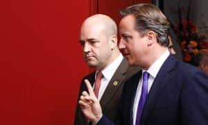 Swedish Prime Minister Fredrik Reinfeldt (L) and British Prime Minister David Cameron (R) take part in a family photo during a European Council Summit in Brussels, Belgium, 18 October 2012.