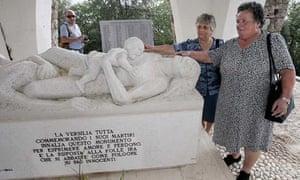 Sculpture marking the Sant'Anna di Stazzema massacre in 1944