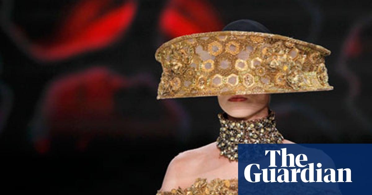 Sarah Burton S Alexander Mcqueen Collection Sets Paris Abuzz Paris Fashion Week Spring Summer 2013 The Guardian