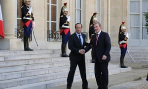 France's President Francois Hollande (L) shakes hands with Ireland's Prime Minister Enda Kenny on his arrival for a meeting at the Elysee Palace in Paris October 22, 2012