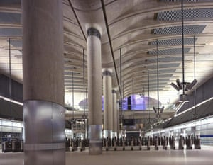 Underground book: The station concourse at Canary Wharf Underground