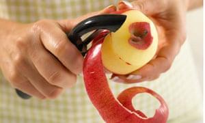 Swivel-bladed fruit and veg peeler