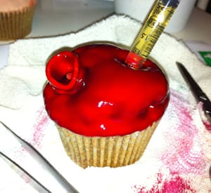 Gruesome cakes: Intracardiac injection cupcake