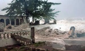 Hurricane Sandy Makes Cuban Landfall Us News The Guardian