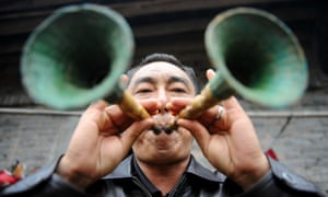 A folk artist blows suona horns made of bamboo in Yuehua Township of Dazhu County in Dazhou City, southwest China's Sichuan Province. Dazhu County abounds with bamboo.
