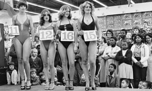 Saturday morning at the Hypermarket:  Semi-final of the Miss Lovely Legs