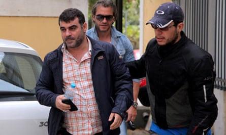 Greek journalist Kostas Vaxevanis (L)  i