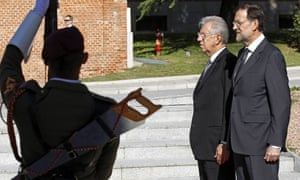 Spanish Prime Minister, Mariano Rajoy (R), stands next to his Italian counterpart, Mario Monti (L).