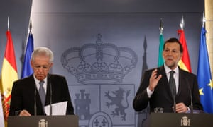 Spanish Prime Minister Mariano Rajoy (R) speaks next to Italian Prime Minister Mario Monti during a joint news conference at Moncloa palace in Madrid October 29, 2012.