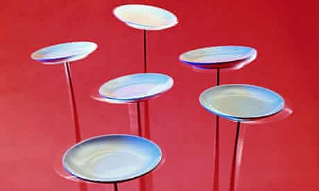 Plates spinning on poles
