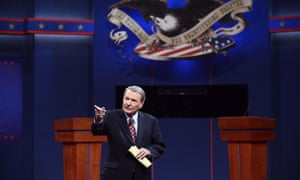 Moderator Jim Leher stands on stage before the first presidential debate.