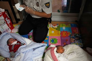 FTA: Kim Hong-Ji: A police officer collects DNA samples from two abandoned babies