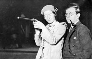 Shoot! : Jean-Paul Sartre and Simone de Beauvoir