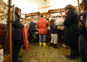 Venice floods: People take a coffee in a flooded shop