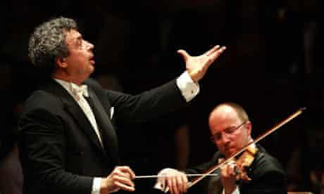 Semyon Bychkov conducting the BBC Symphony Orchestra
