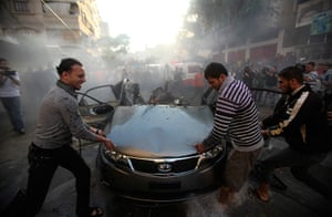 Gaza and Israeli strikes: Gaza city: Palestinians try to remove the remains of a car