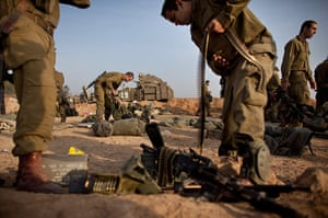 Gaza conflict: Israeli Troops Continue To Gather On Border As UN Call For Truce