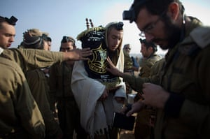 Gaza conflict: Israeli soldiers perform their morning prayers