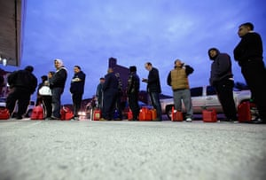 Superstorm sandy supplies: People wait for gas at a Hess fuelling station in Brooklyn