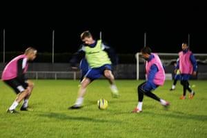 Met Police Football Team: Running plays