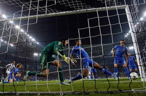 Tuesday champions league2: Ashley Cole clears off the line