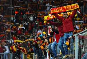 tues champs league 3: Galatasaray fans celebrate