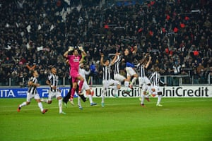 tues champs league 3: Juventus' players celebrate