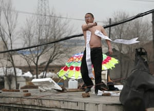 China demolition: Li Shuguang stands on top of his house