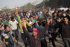Bernat Armangue: Palestinians chant slogans and carry the bodies of Hamas militants in Gaza