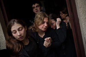 Bernat Armangue: Palestinian mourners at the funeral of Salem Paul Sweliem