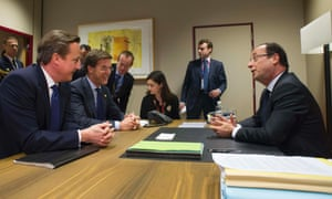 French President Francois Hollande (R) chats with British Prime Minister David Cameron (L) and Dutch Prime Minister Mark Rutte