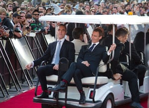 The Hobbit premiere: Actors Jed Brophy and James Nesbitt relax on the back of a golf cart