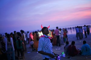 24 hours in pictures: A man wearing devil horn as he sells toys on a beach